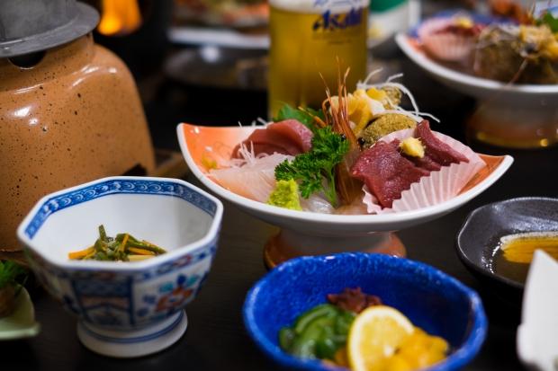 石巻市牡鹿半島鮎川浜の漁師宿「あたみ荘」が誇る、漁師直営だからこそできる前菜盛り合わせ