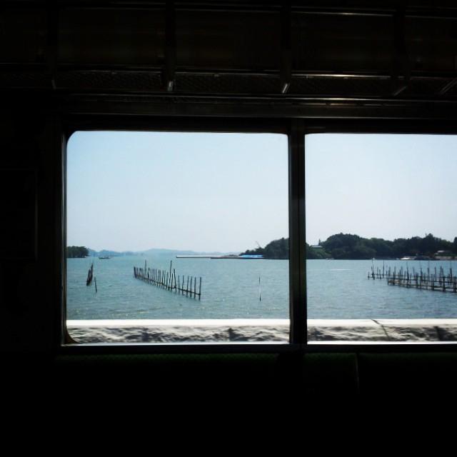 仙石線で海沿いを走ります|猫島(猫の島)で有名な『田代島』を中心に巡る1泊2日石巻離島の旅