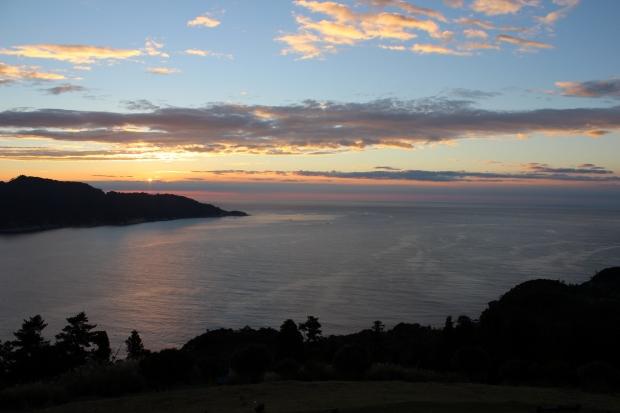 御番所公園から眺める朝日その1|猫島(猫の島)で有名な『田代島』を中心に巡る1泊2日石巻離島の旅