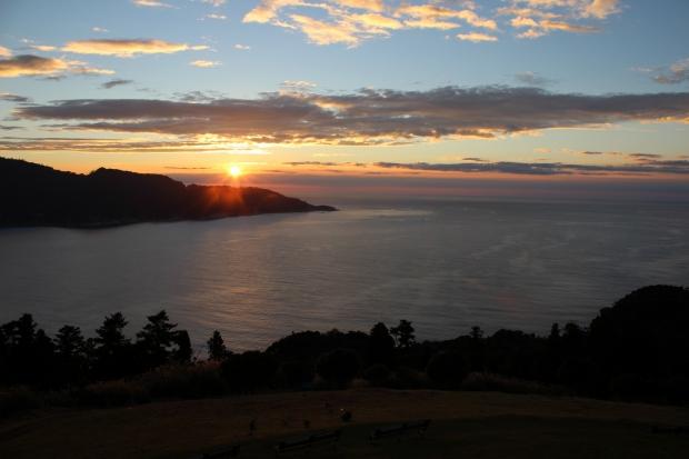 御番所公園から眺める朝日その2|猫島(猫の島)で有名な『田代島』を中心に巡る1泊2日石巻離島の旅
