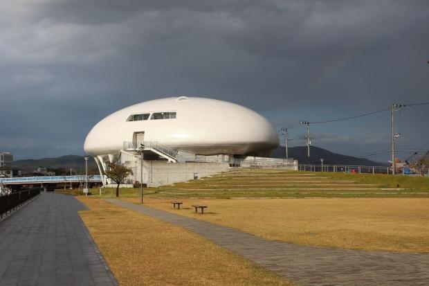 石ノ森萬画館の外観|猫島(猫の島)で有名な『田代島』を中心に巡る1泊2日石巻離島の旅