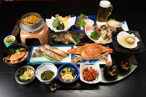 あたみ荘の豪華な料理|猫島(猫の島)で有名な『田代島』を中心に巡る1泊2日石巻離島の旅